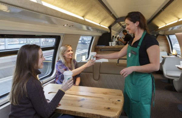 Starbucks prend désormais le train